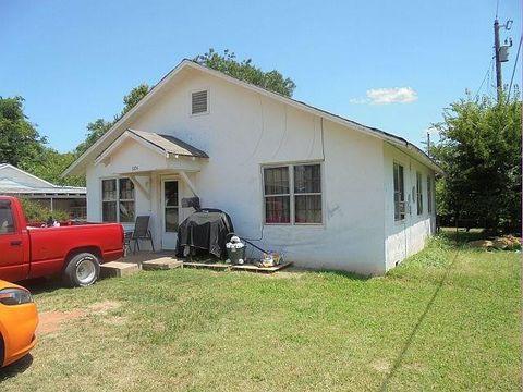 Photo of 1104 Jackson St, Lindsay, OK 73052