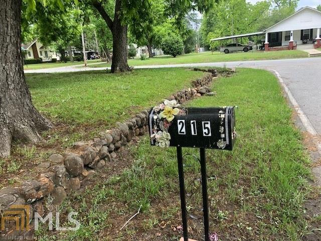 215 W Roanoke Dr, Fitzgerald, GA 31750