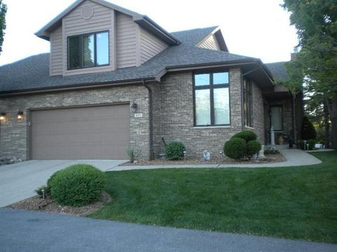 631 E Brookside Dr, Crown Point, IN 46307