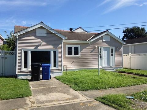 8831 Stroelitz St, New Orleans, LA 70118