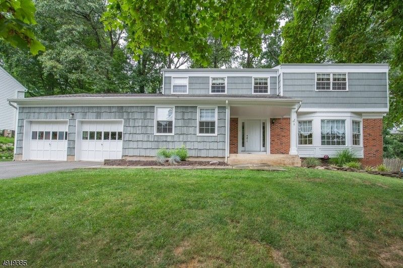 8 Wood Glen Way Parsippany Troy Hills Township, NJ 07054