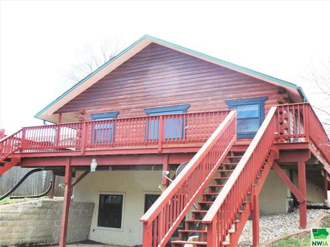 Photo of 241 Westshore Dr, McCook Lake, SD 57049