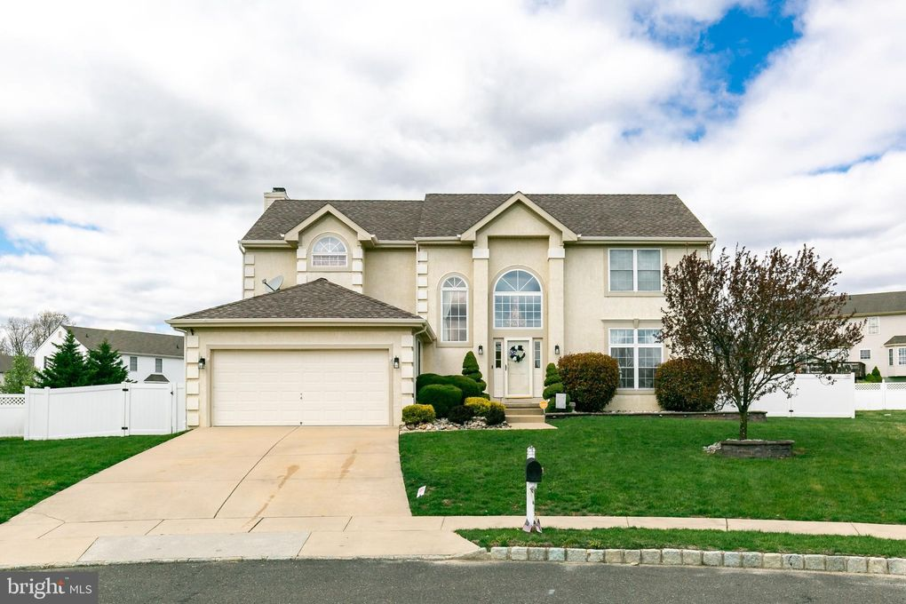6 Slate Ct, Sicklerville, NJ 08081