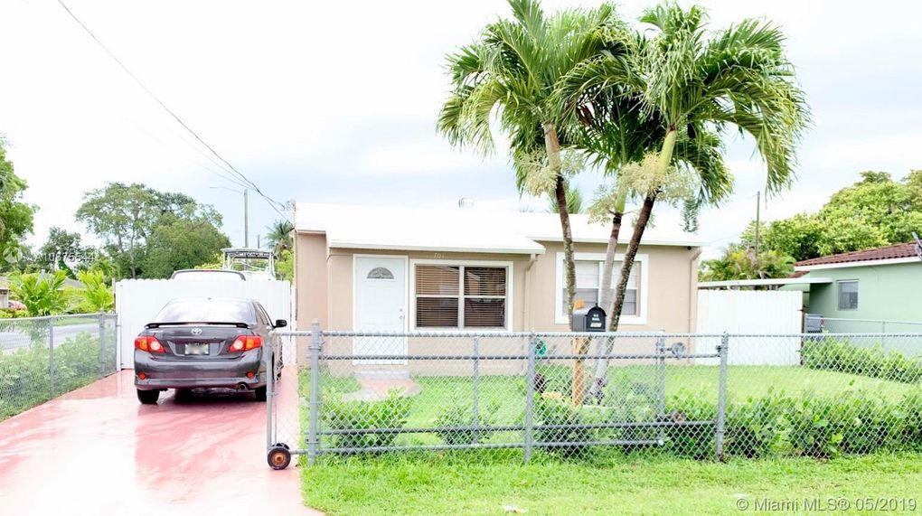 701 Sw 7th Ter, Hallandale Beach, FL 33009