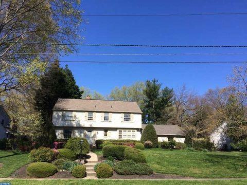 137 Ramblewood Rd, Moorestown, NJ 08057