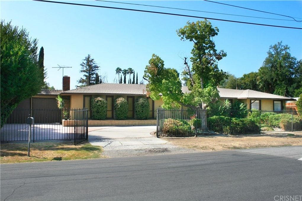 18232 Calvert St Tarzana, CA 91335