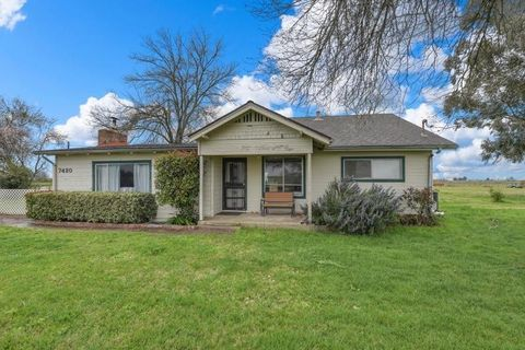 7420 Eagles Nest Rd, Sacramento, CA 95830