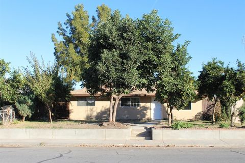 Photo of 1635 E St, Livingston, CA 95334