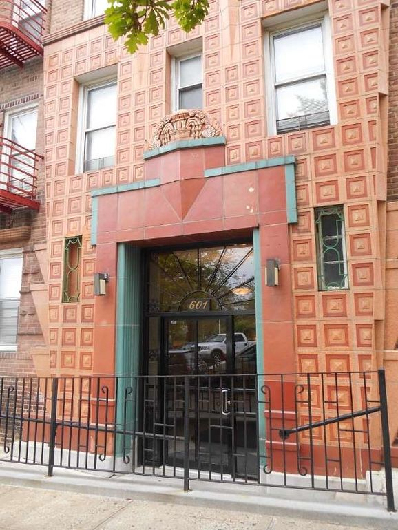 601 Pelham Pkwy N Apt 216 Bronx NY 10467