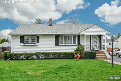Photo of 49 Woodside Ave, Hasbrouck Heights, NJ 07604