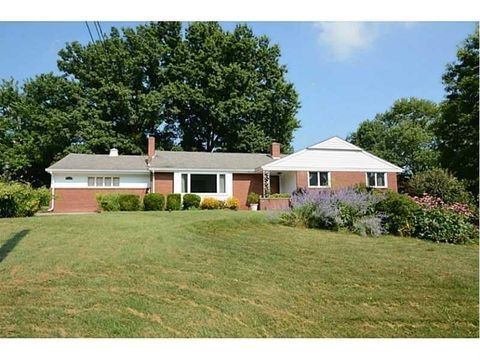 2624 Thorntree Dr, Upper Saint Clair, PA 15241