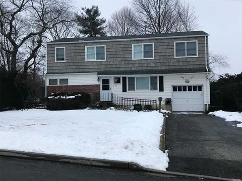 Photo of 50 Hileen Dr, Kings Park, NY 11754