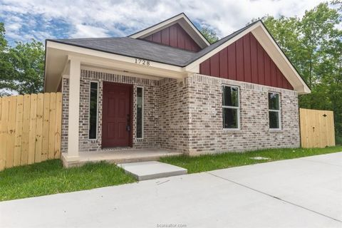 Photo of 1728 Louis St, Bryan, TX 77803