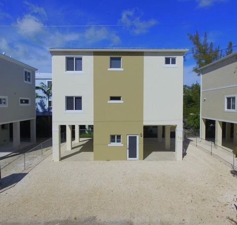 17 Lakeview Dr, Key Largo, FL 33037
