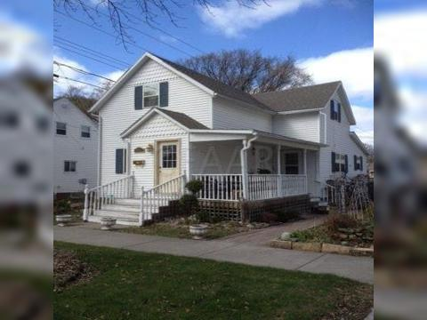 424 8th Ave S, Grand Forks, ND 58201. House For Sale