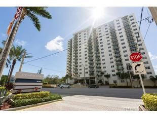 <div>3000 S Ocean Dr Apt 300</div><div>Hollywood, Florida 33019</div>