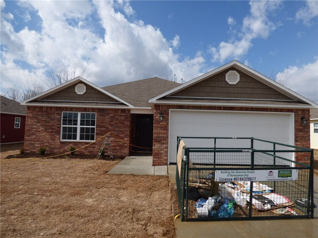 1271 S Springfield Dr, Fayetteville, AR 72704