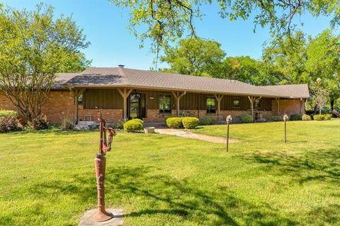 Photo of 300 Barnwell Ln, Aledo, TX 76008