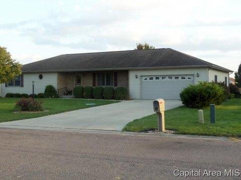 112 Chestnut Dr, Pleasant Plains, IL 62677