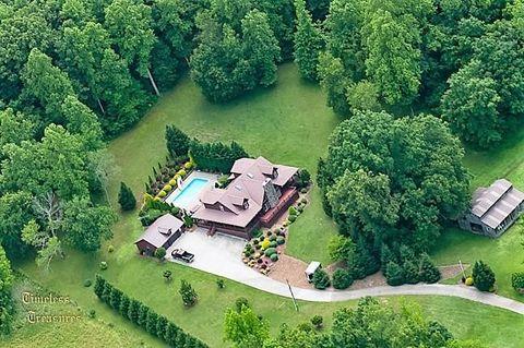 5399 E Big Richland Creek Rd, McEwen, TN 37101