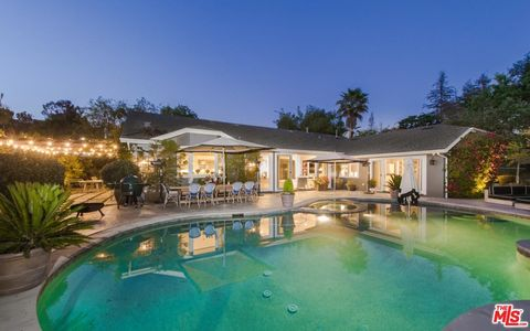 Beverly hills ca real estate beverly hills homes for for Koi pool fleetwood