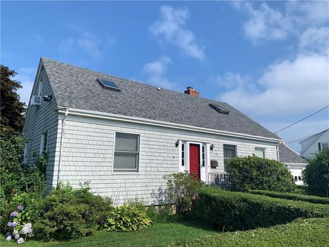 Photo of 26 Aborn St Unit 2, Newport, RI 02840