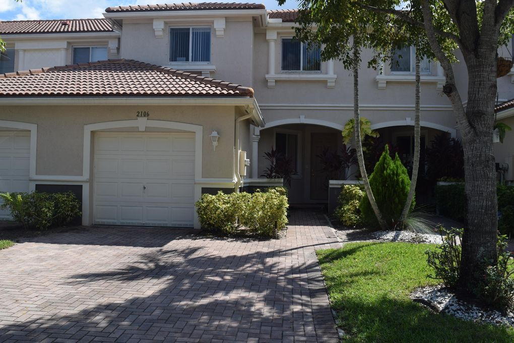 2106 Oakmont Dr, Riviera Beach, FL 33404