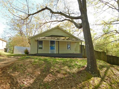 Photo of 1712 Lauderdale St, Florence, AL 35630