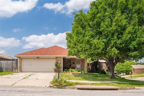 Photo of 533 Valley Mills Dr, Arlington, TX 76018