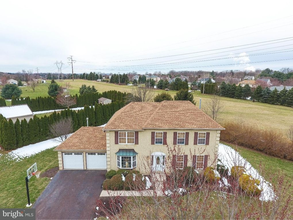 324 Meadowview Dr, Collegeville, PA 19426