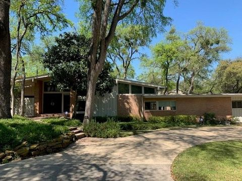 Photo of 7239 Eudora Dr, Dallas, TX 75230