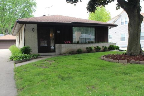 Photo of 2225 N 106th St, Wauwatosa, WI 53226