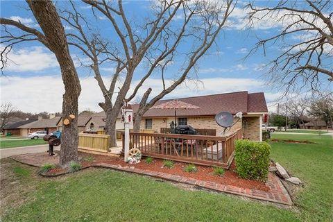 Photo of 301 E Mimosa St, Crandall, TX 75114