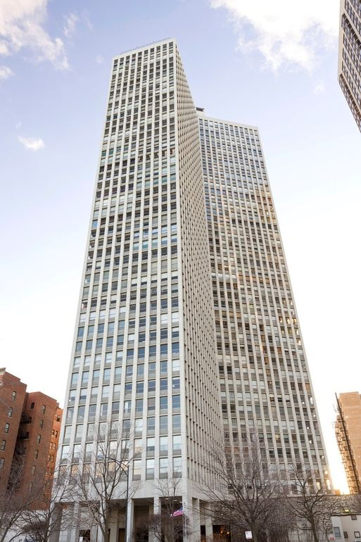 2626 N Lakeview Ave Apt 701, Chicago, IL 60614