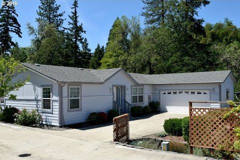 237 Knoll Terrace Dr, Canyonville, OR 97417