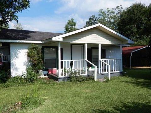 6330 Albritton Rd, Walnut Hill, FL 32568