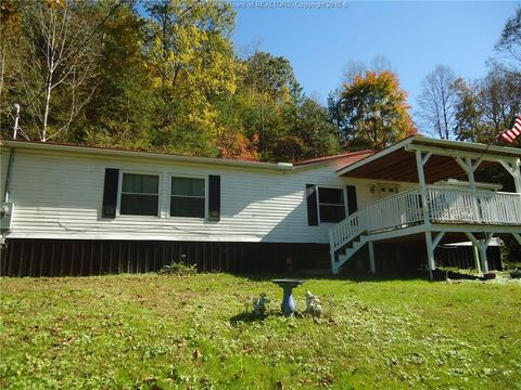 72 Fairview Dr, Foster, WV 25081