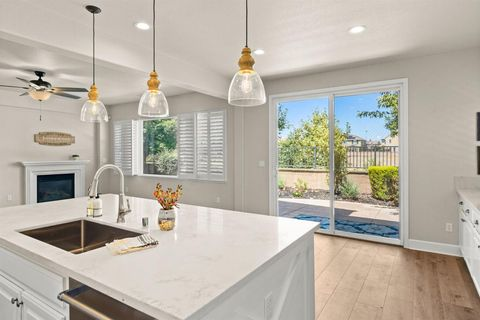 Photo of 868 Spotted Pony Ln, Rocklin, CA 95765