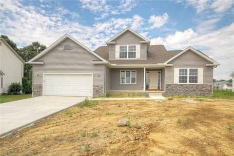Photo of 10380 Carrousel Woods Dr, New Middletown, OH 44442