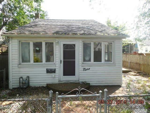 9 Edwin Ct, East Rockaway, NY 11518