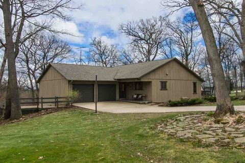 10670 Watters Forest Dr, Dubuque, IA 52003