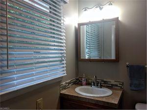 12750 Wentz Ave Ne, Alliance, OH 44601   Bathroom