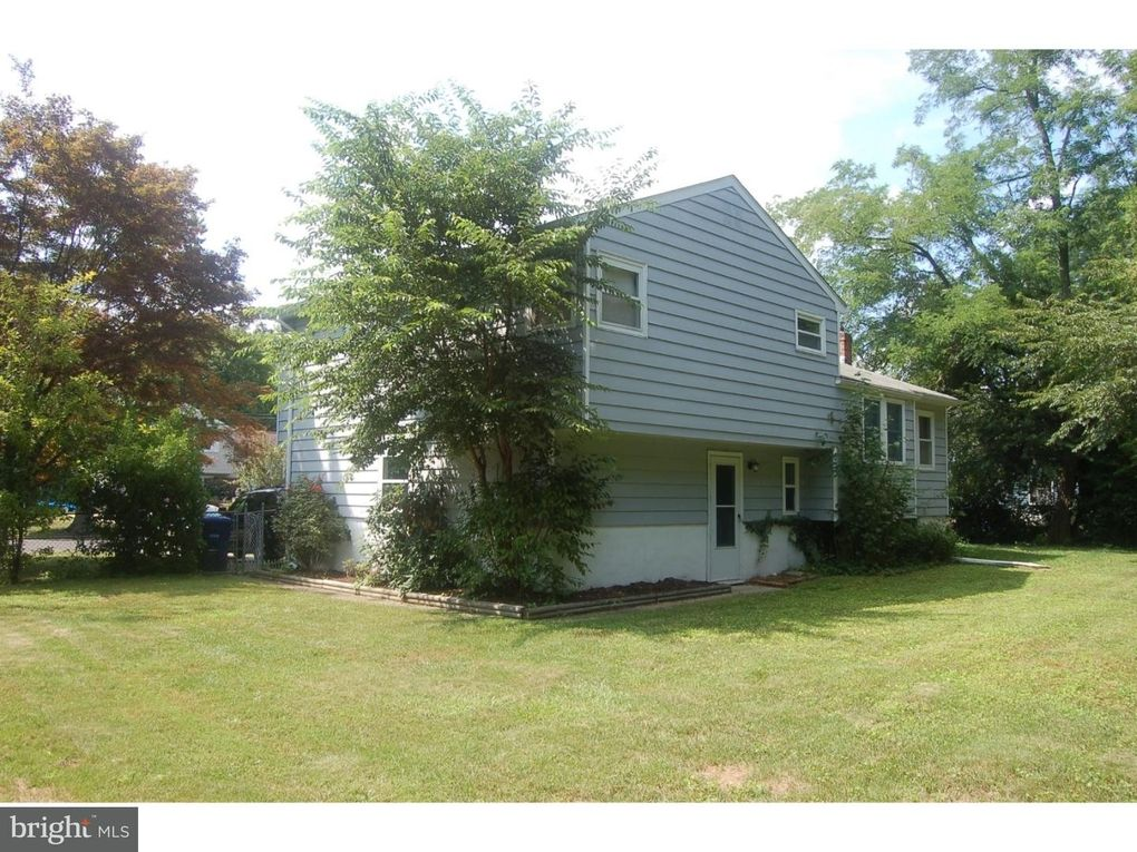 4 Sussex Rd Mount Holly, NJ 08060