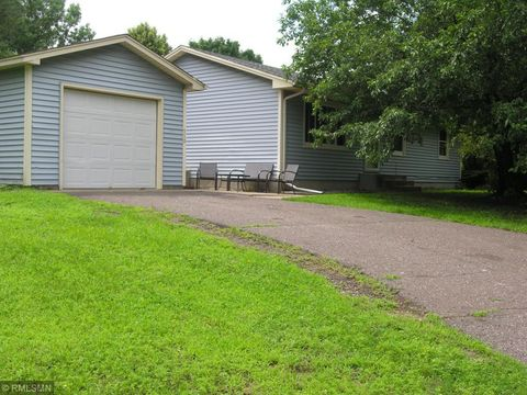 Photo of 510 Hillock Ct Nw, Isanti, MN 55040