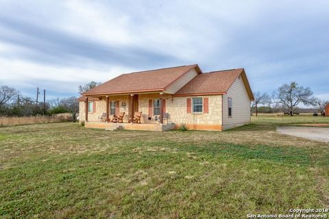 Photo of 380 Meadowview Dr, Lytle, TX 78052