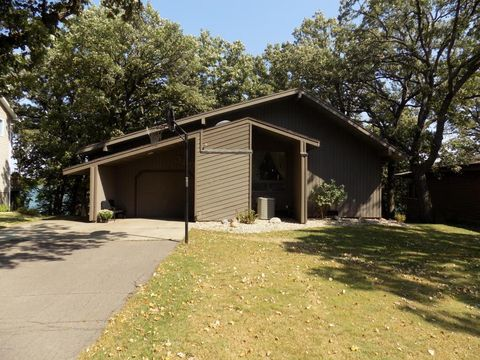 389 W Amber Lake Dr, Fairmont, MN 56031