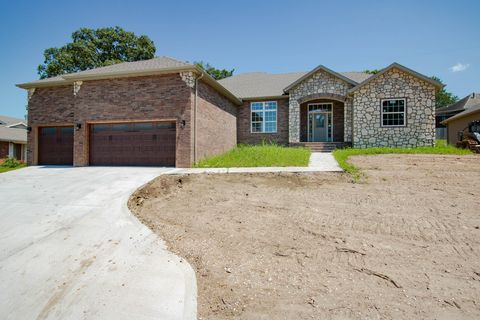 Photo of 1516 S Essex Rd, Springfield, MO 65809