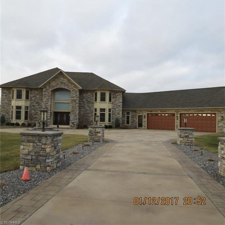19556 Rolling Brook Ln, Columbia Station, OH 44028