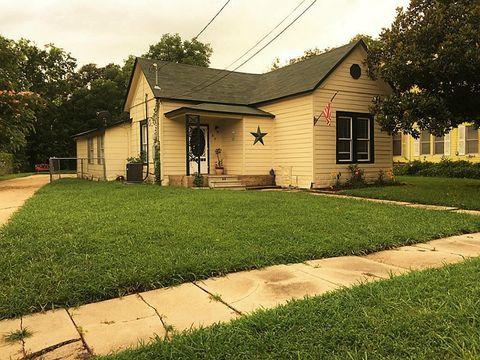 107 W Prairie Ave, Eagle Lake, TX 77434