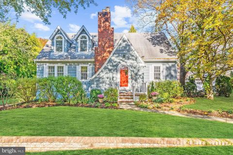 4921 Cumberland Ave, Chevy Chase, MD 20815